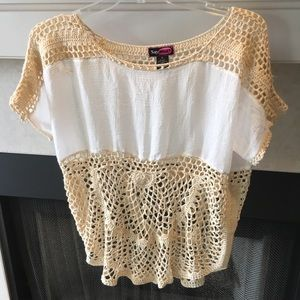 Tops - Last Chance!!Beautiful crocheted top!✌🏾